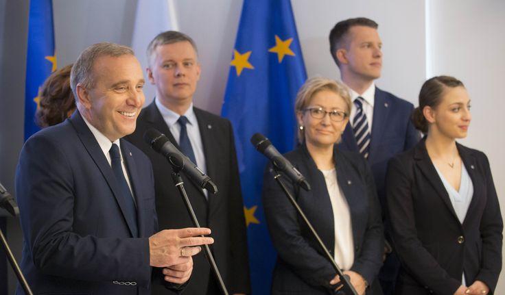 - Piszemy nowy program Platformy: Polska Obywatelska 2.0. To będzie realny plan, nie puste teczki - mówił podczas konferencji prasowej Przewodniczący Platformy Obywatelskiej Grzegorz Schetyna.