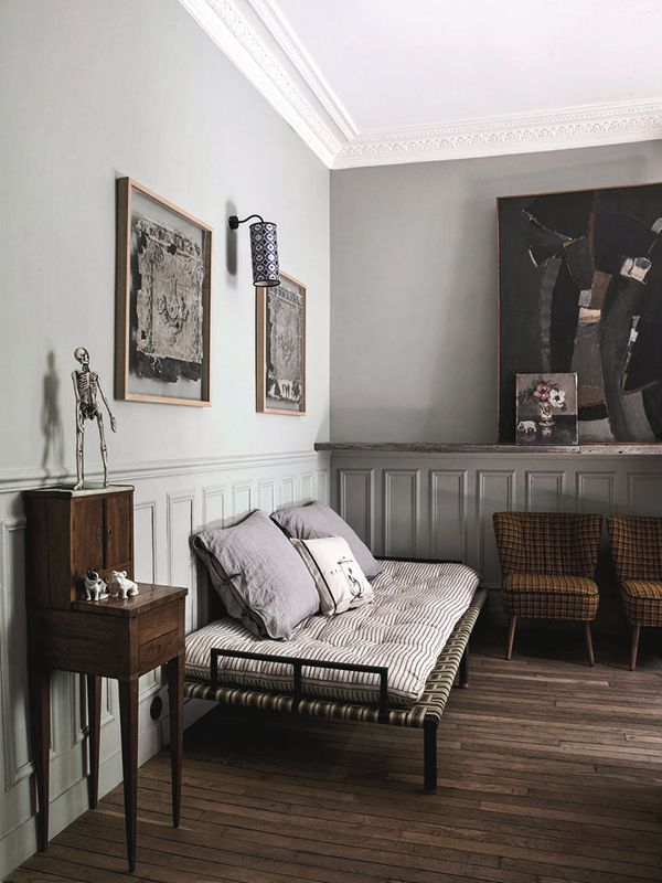Parisian studio house with a retro twist. Fabulous combination of grey and brown. (my) unfinished home.