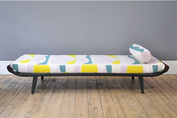 Beautifully minimalist 'Cleopatra' daybed by A. R. Cordemeijer for Auping with subtle mid century touches and elegantly curving lines.