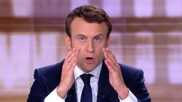 Biographie d'Emmanuel Macron      Emmanuel Macron, né le 21 décembre 1977 à Amiens,  est le fils d'un couple de médecins. Son ...
