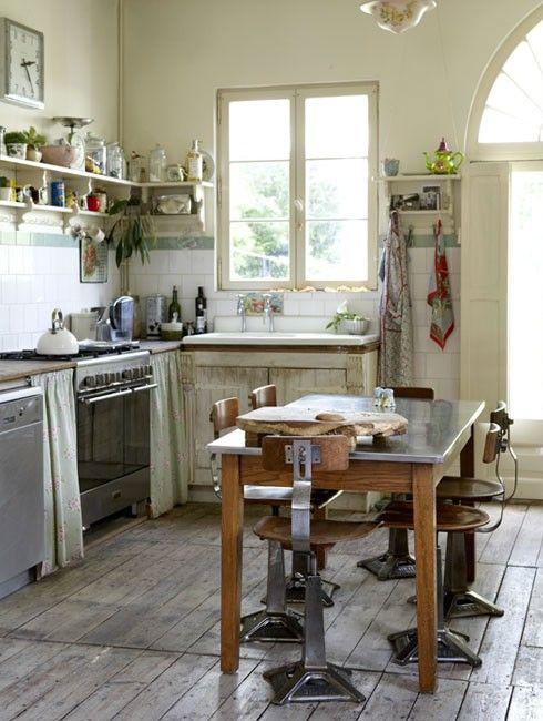 kitchen: Farmhouse Decor, Kitchens Ideas, Fabulous Farmhouse, French Country Style, Country Kitchens, Farmhouse Kitchens, Natural Elements, French Kitchens, Old Farmhouse Kitchen