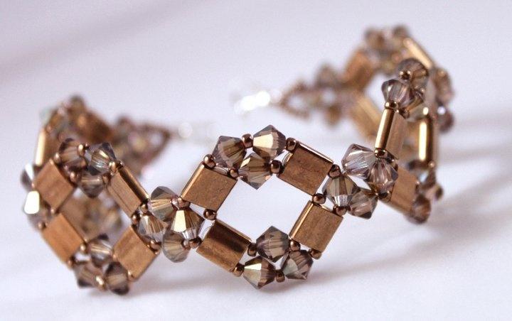 The Diamond Tila Bracelet and Earrings pattern is here: http://www.aroundthebeadingtable.com/Patterns/DiamondTila.html