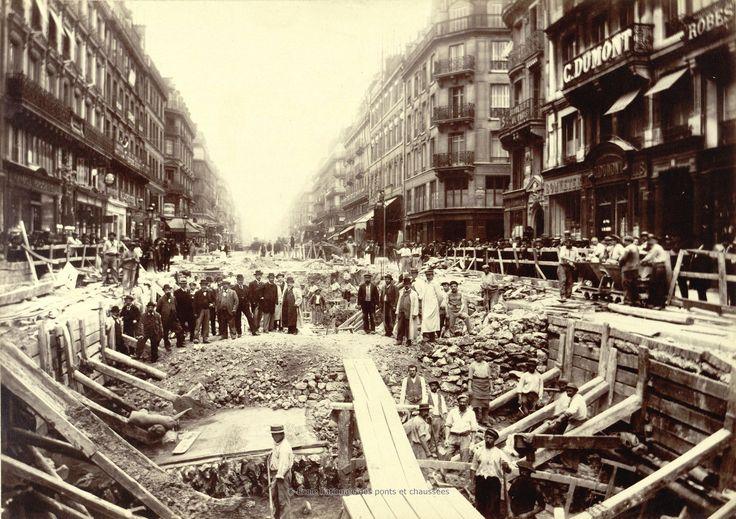 Bibliothèque numérique patrimoniale des ponts et chaussées | Godefroy. Construction de la station du Châtelet, rue de Rivoli (4ème arrondissement). 26 juin 1899
