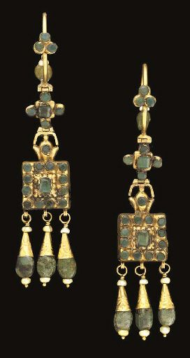 A pair of Moroccan emerald inset gold earrings | Fez | first half of 19th century.