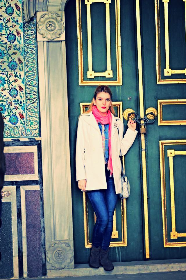 Door - The Topkapı Palace  is a large palace in Istanbul, Turkey, that was the one of the major residency of the Ottoman sultans for almost 400 years (1465–1856) of their 624-year reign.[3]