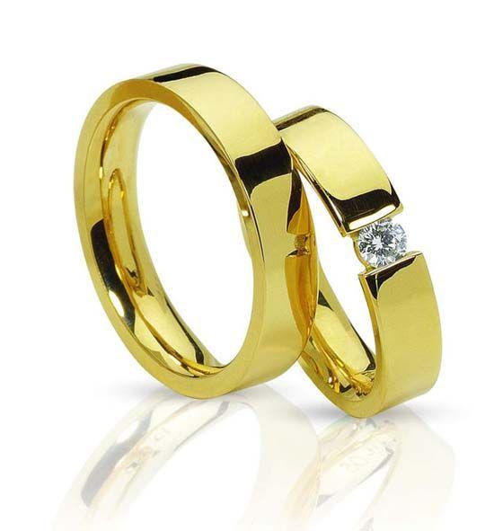 Золотые обручальные кольца. Фото