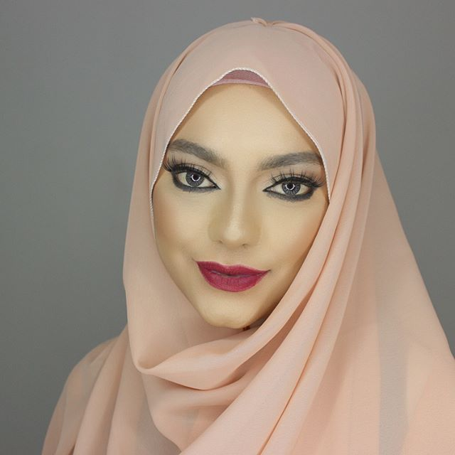 NEW VIDEO: Hijab tutorial is up on my YouTube channel link is in the bio swipe to see picture from customers I love that you guys DM me creative pictures of the hijabs you have bought keep them coming swipe to see @sodis_gems Pic ❤️#Hijab #hijabfashion #hijabstyle #hijabtutorial  -----  Make up by @shakiraalimua