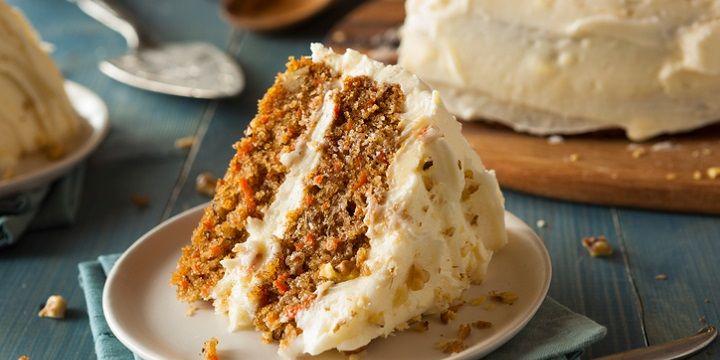Om acuut lekkere trek van te krijgen, dit recept voor carrot cake. Worteltjestaart is niet voor niets een klassieker. Met deze versie maak je zeker veel mensen blij. De kers op de taart is bij dit baksel de frosting, oftewel het glazuur. Dat romige laagje bovenop wordt ook wel topping genoemd. En die is in dit…