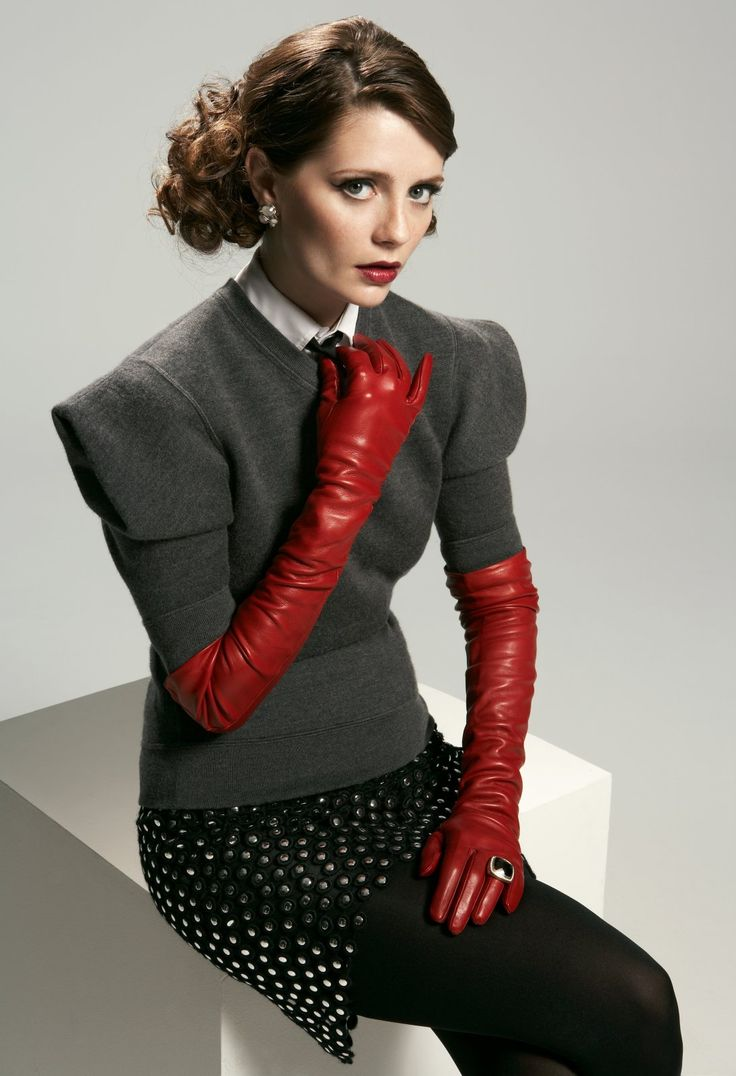 Womens petite leather gloves - Montyburns56 Mischa Barton Wearing Leather Opera Gloves