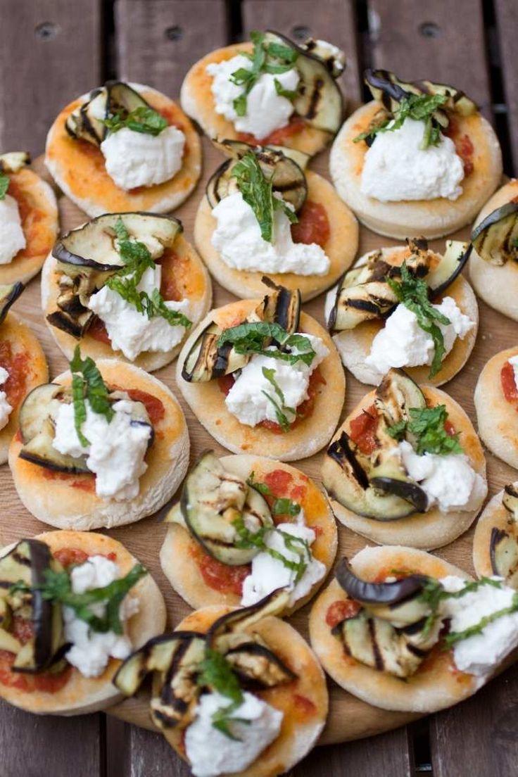 Mini Pizzas mit gegrillter Aubergine und Frischkäse