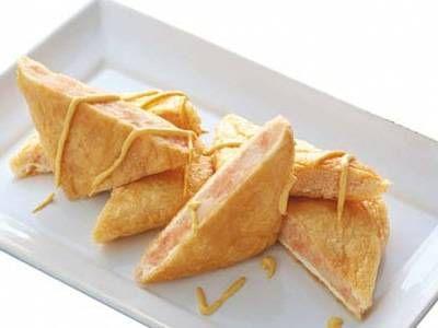 村田 裕子さんの油揚げを使った「油揚げのじゃが明太はさみ焼き」のレシピページです。からし明太子入りのマッシュポテトをはさんで焼きます。お弁当にもぴったり。 材料: 油揚げ、じゃがいも、からし明太子、マヨネーズ、マスタード、塩