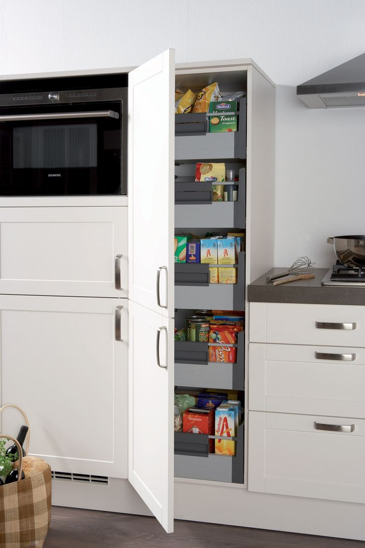 Voorraadkast met binnenlades voor het overzichtelijk opbergen van huisraad.