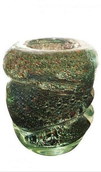 Andre Thuret  Vase en verre épais bleu/vert  Modelé à chaud,  inclusions d'oxydes métalliques rouges.  H : 12,8 cm  Ca. 1940