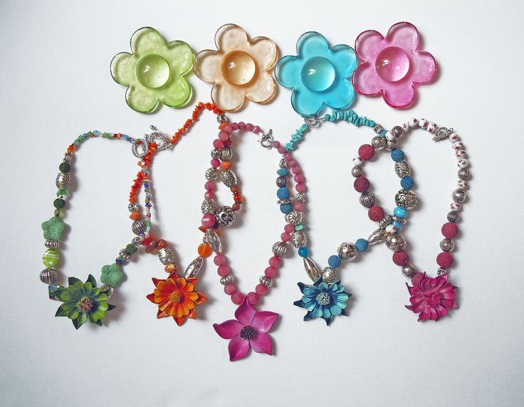 Necklaces with leather flower
