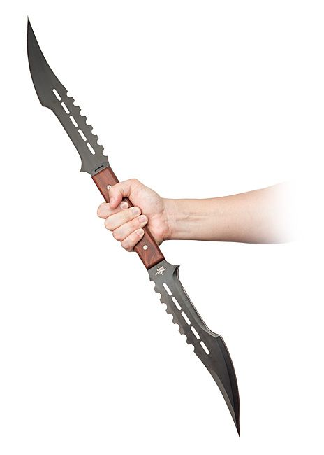 With black curved blades fashioned from stainless steel, the Vampire Hunter Sword Duo looks like a formidable dual-wielding sort of pair. Their secret is that those unassuming handles hide a peg and hole system that allows you to connect the two together.