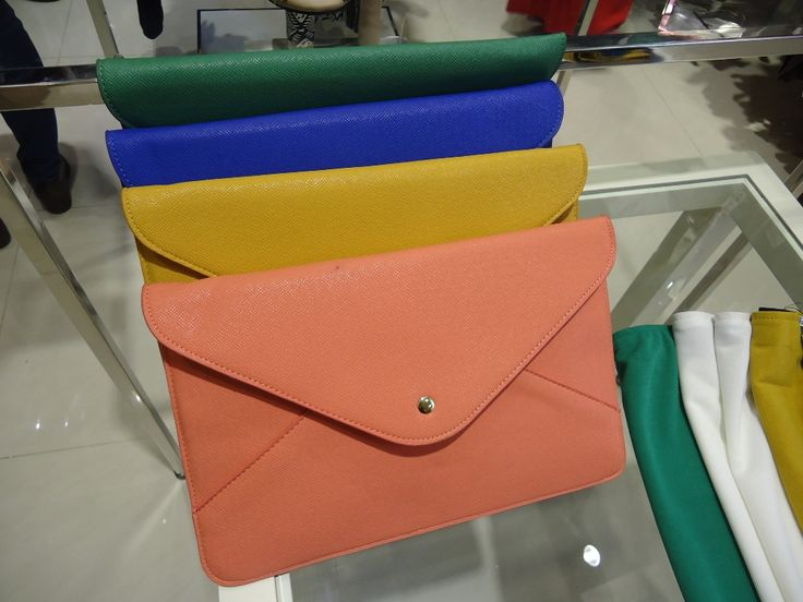Did u know? It is not TOO late for some Summer envelope clutch, isnt it?