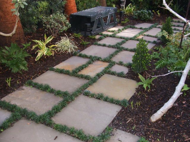 Enchanting Small Garden Landscape Ideas With Stepping Walk: Bluestone Stepping Stones