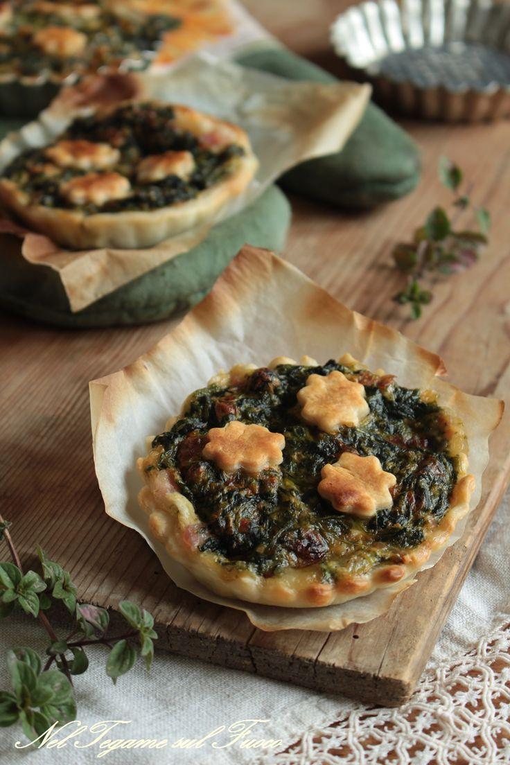 CROSTATINE SALATE DI SFOGLIA farcite con #spinaci e pancetta ma senza uova. Un'idea per uno sfizioso antipasto, magari a #Natale