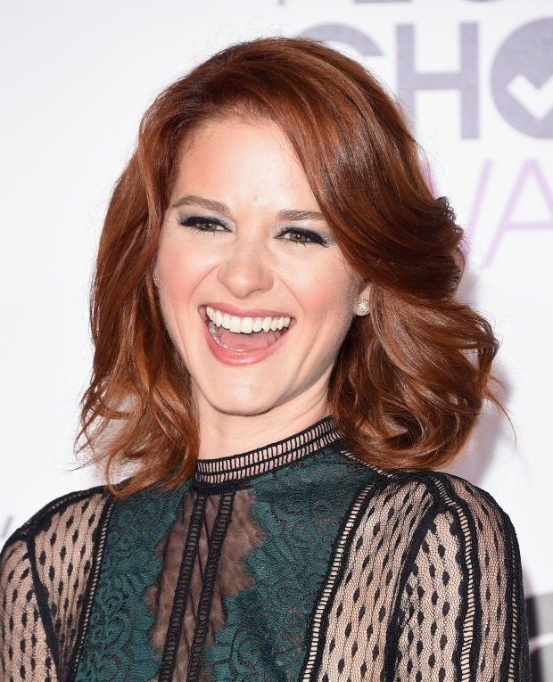 Sarah Drew at the 2016 People's Choice Awards. http://beautyeditor.ca/2016/01/08/peoples-choice-awards-2016