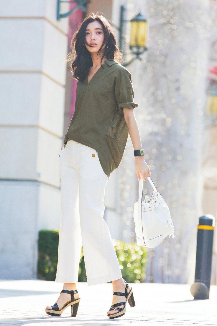 ミルブロウズ 抜け衿デザインでエフォートレスな着こなしがかなう コットンリネンプルオーバーシャツ〈カーキグリーン 〉 フェリシモ