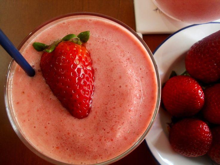 Los Antojos de Clara: Batido de Fresas con Yogurt