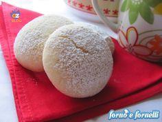 Questi biscotti al limone sono una ricetta di semplice esecuzione, sono deliziosi e con il tè delle 5 vanno a nozze.