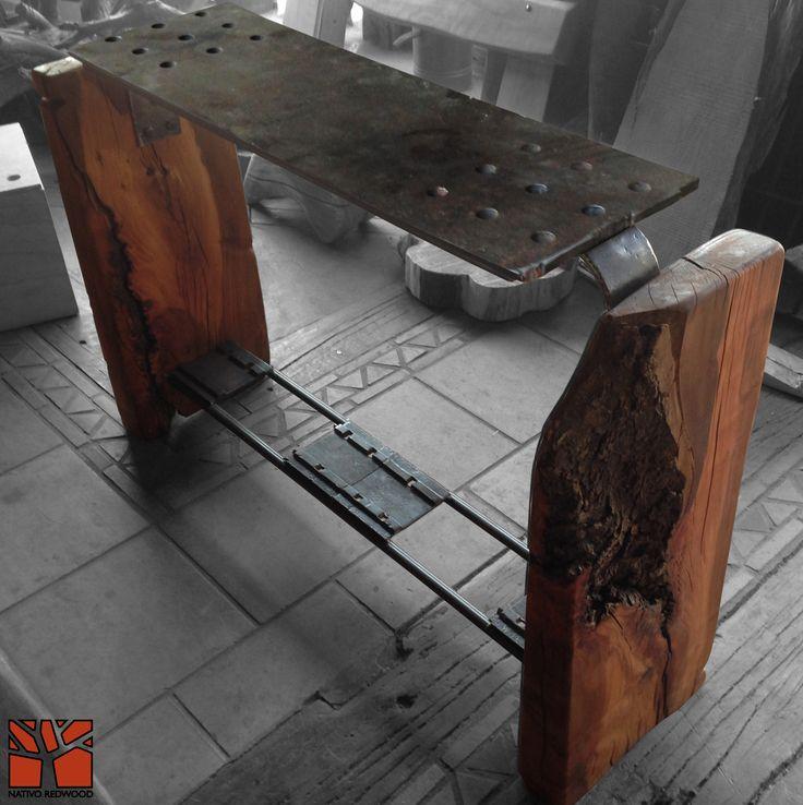 Nativo Redwood. Arrimo con cubierta de placa de fierro macizo perforada con base de maderos de una pieza de roble rústico con corteza y travesaño de fierro forjado con aplicaciones de fierro de durmiente de ferrocarril. Dimensiones:0.40x1.70x0.90 Disponible en Av. Camilo Henriquez 3941, Puente Alto. +56 2 22674605 nativoredwood@gmail.com www.nativoredwood.com www.facebook.com/nativoredwood