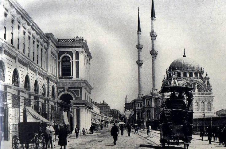 TOPHANE-ATLI-TRAMVAY--Tramvayları çeken 430 at Balkan Savaşı sebebiyle 1912′de askere alınır.İstanbul 1,5 yıl tramvaysız kalır.