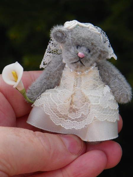 Calla Lily the Little Bride By Sherri Wilkie - Bear Pile