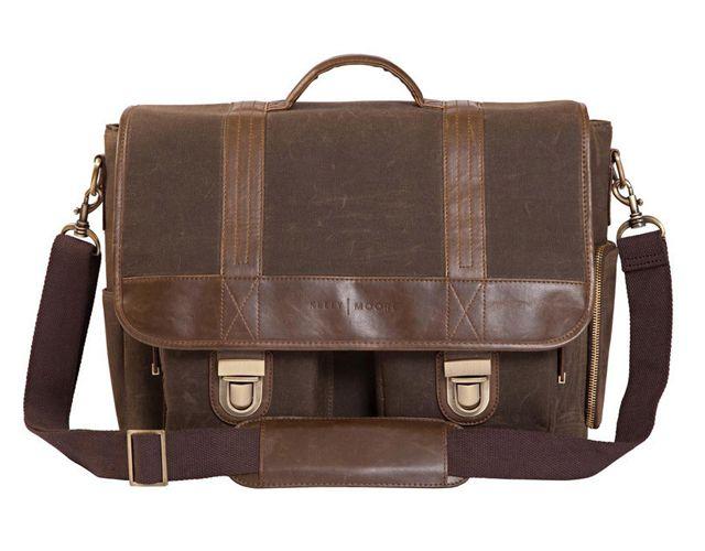 Camera bag, Kelly Moore Bag at Vistek $229.95 / Sac pour caméra, Kelly Moore Bag chez Vistek 229,95 $