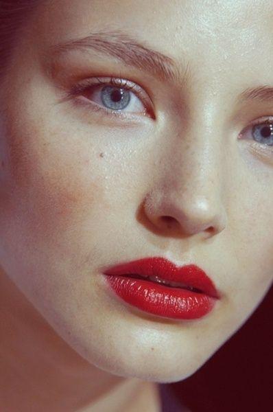 Neutral Fresh & Dewy Face W/ Bold Red Lips.