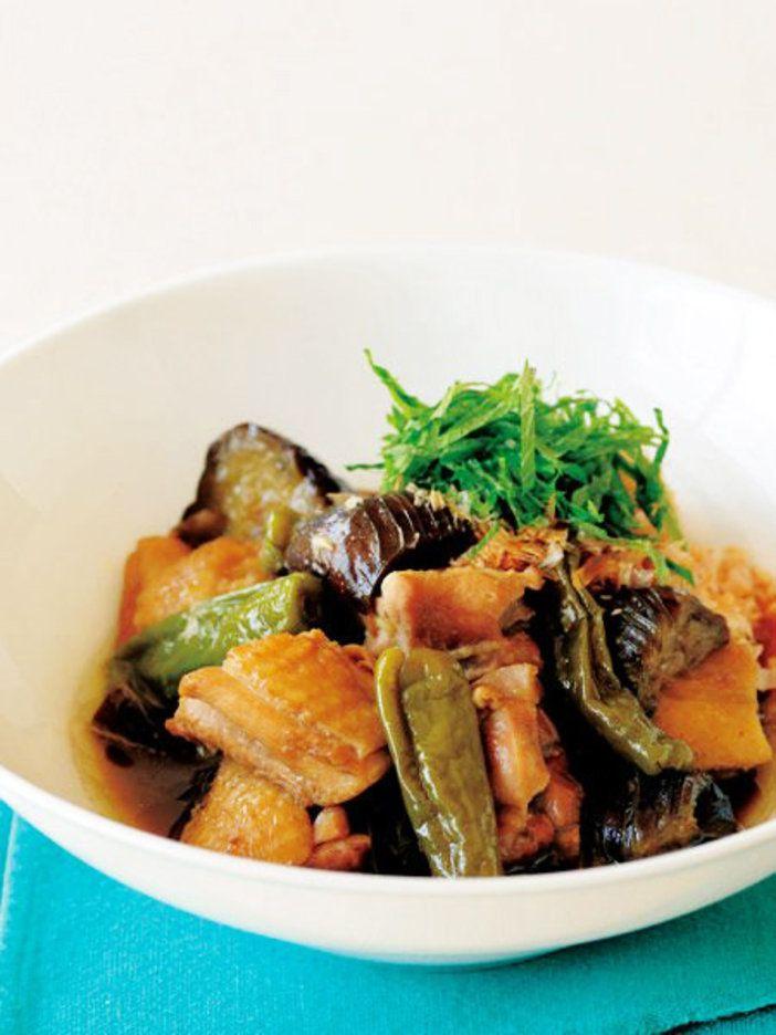 鶏のだしがたっぷりとしみたなすは、ごはんもすすむ夏のごちそう。|『ELLE a table』はおしゃれで簡単なレシピが満載!