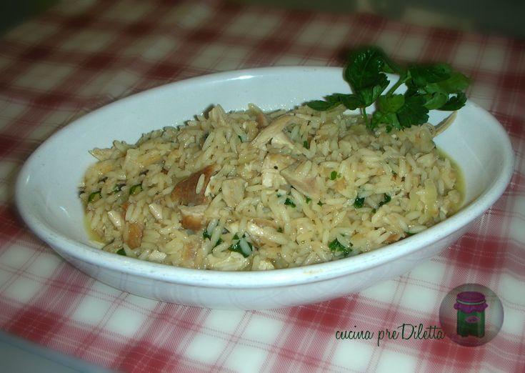 Se vi è avanzato del pollo cotto potete riciclarlo preparando un gustoso risotto con pollo. La ricetta del risotto con pollo è facile e abbastanza veloce...