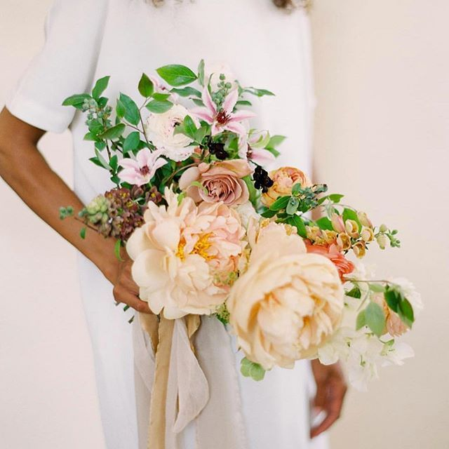 @trillefloral gorgeous bouquet from @tingefloral Color Theory Workshop last year. Head over to @tingefloral bio for information on this years Floral workshop in SLC, Utah. Styling by @tesscomrie, photo by @ciara_richardson_photo #froufrouchic    #Regram via @www.instagram.com/p/BeSsFwRnYqy/?saved-by=gatheriecreative