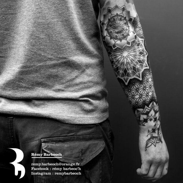 tatouage géométrique - Le meilleur du tatouage                                                                                                                                                                                 Plus