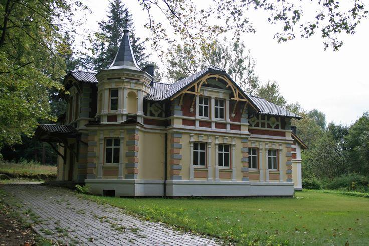 Willa w parku zdrojowym w Połczynie Zdroju.