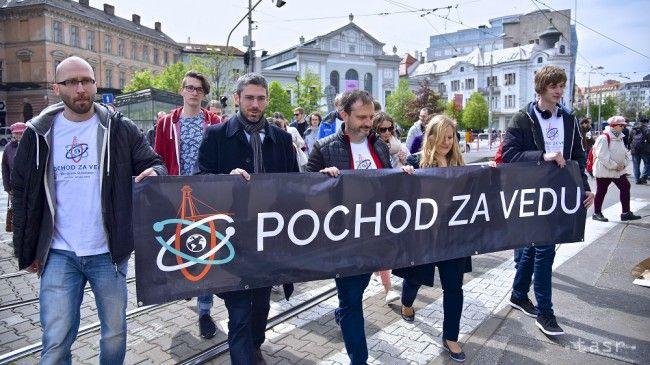 V Bratislave pochodovali za podporu vedy a oslavovali jej krásu - Regióny - TERAZ.sk