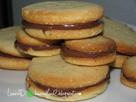 Biscuiti-sandwich cu ciocolata