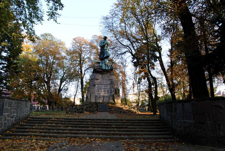"""Pomnik znajdujący się na Cmentarzu żołnierzy radzieckich w Wolsztynie.Plotka głosi że po usunięciu pomnika""""Czterech śpiących""""w Warszawie,wolsztyński jest obecnie największym tego typu monumentem.  Being on Soviet soldiers' Cemetery in Wolsztyn monument.The rumour advoctae that after removal in Warsaw monument of""""Four sleepy"""", the wolsztyński is the at present largest this the type the monument."""