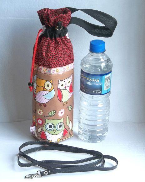 PORTA GARRAFA TÉRMICO Para ter a sua água, suco ou refrigerante fresquinho sempre por perto, na academia, no carro, na bicicleta, no parque ou no trabalho. Possui alça e mosquetinho para dependurar e deixar suas mão livres.  Fechamento com cordão e regulador. Tecidos 100% algodão e forro em manta térmica. ESCOLHA SUA ESTAMPA E ENCOMENDE: http://www.elo7.com.br/arteprendaminha