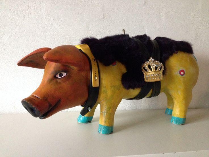 Pig Art . Artist Kathrine van Godt