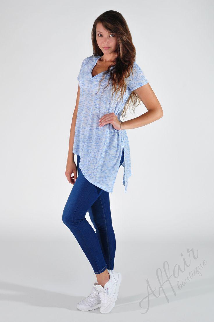 Niebiesko-biała koszulka w marmurkowy wzór - Affair Boutique
