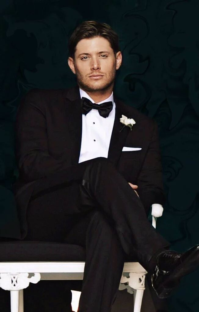 Jensen on his wedding day, @bkheadshot tweet, in honor of Jensen's PCA win. GORGEOUS