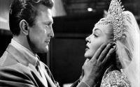 Γνωρίζατε ότι τα αγαλματίδια των Oscars δεν μπορούν να πωληθούν; Μάλλον δεν το γνώριζε ούτε η Carol Surtees, η οποία έβγαλε ένα στη δημοπρασία στο eba...