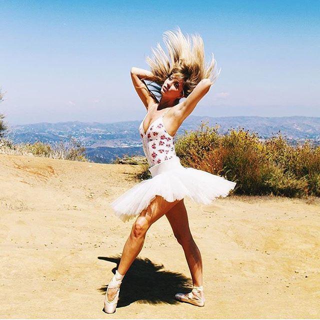 Canyon Shoot 📷 @balletzaida #hairfliponpoint #balletzaida #tutu