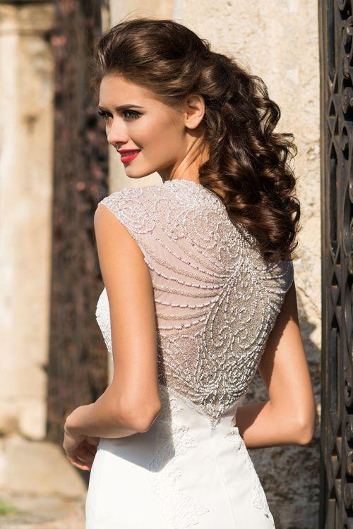 Svadobné šaty s holým chrbátom zdobeným kamienkami 2016