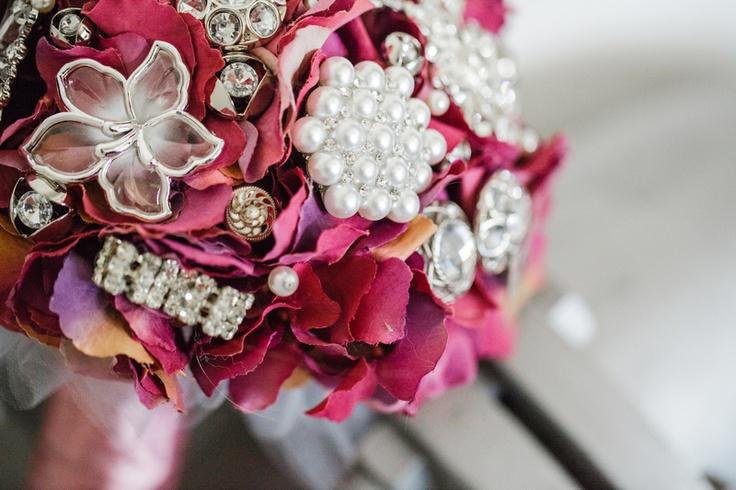 Purple hydragnea brooch bouquet by Bukieteria (PL) / fot.: http://2xfoto.pl/