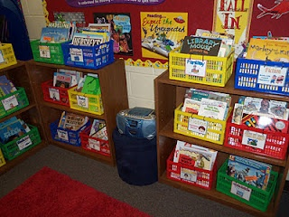 Classroom library organization tips and FREE DOWNLOAD book bin labels! SCORE!