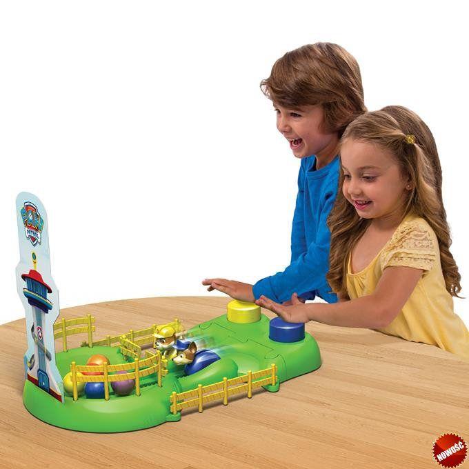 Spin Master Psi Patrol - Gra zręcznościowa Wyścig Psiaków. Naciskaj przycisk najszybciej jak możesz, aby po torze poruszać swoim pieskiem! Kto zbierze najwięcej piłek, ten wygrywa!