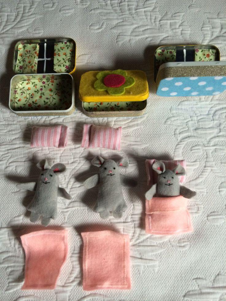 Altoid Tin Pocket Dolls